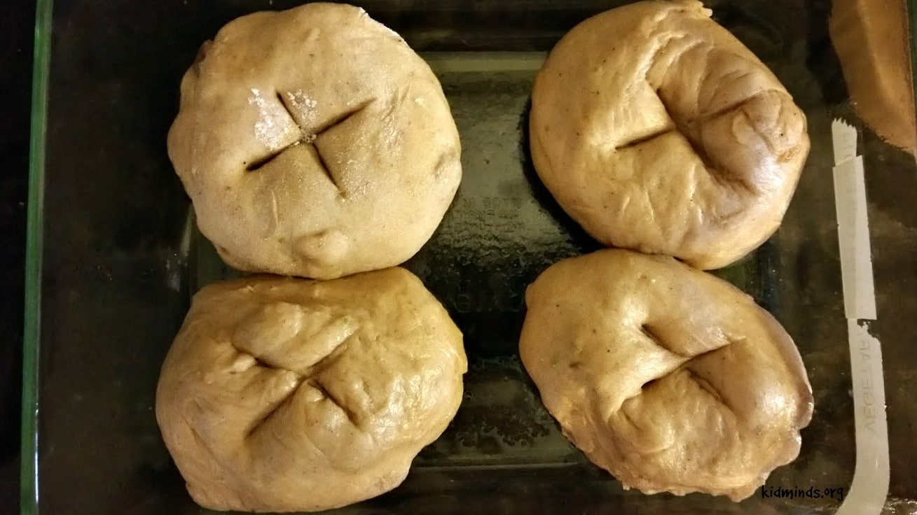 Easter Cakes: Hot Cross Buns, Hot Cross Buns... (bread machine recipe)