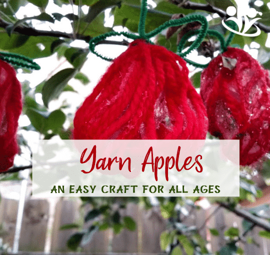 Make those cute yarn apples to decorate your house or your backyard. It's a fun and easy craft to make with your kids this fall. #apples #kidcraft #handsonlearning #yarncrafts