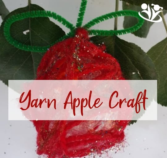 Inside: Make those cute yarn#apples to decorate your house or your backyard. It's a fun and easy #craft to make with your #kids this fall.