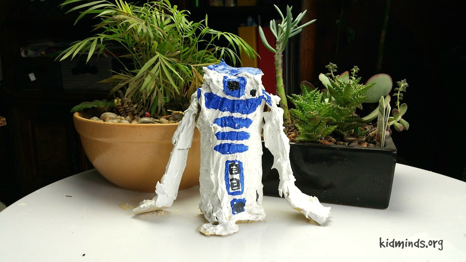 Homeschool Art Curriculum that nourishes creative spirit, teaches processes involved in working with specific materials and explains elements of sculpture. #StarWars