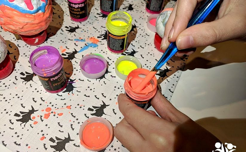 Are you looking for homemade Christmas ornaments ideas? Your kids will love to make our amazing glow in the dark ornaments using paper-mache technique and glow-in-the-dark paints.  #kidcrafts #kidmade #Xmas
