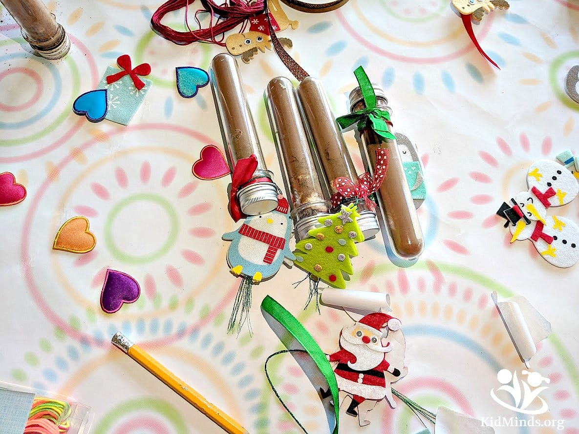 Kid-made Christmas gift idea that is a pleasure to make and fun to gift. Make holidays more meaningful with homemade gifts, like this hot cocoa kit in a single serve test tube. #xmas #kidmade