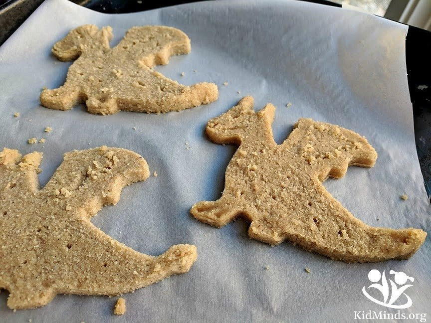 Healthy and yummy dragon-shaped crackers that are high in protein, fiber, and healthy fats. Gluten-free, honey-sweetened, kid-approved. #dragons #homemadecrackers #yummy #healthysnacks #kidapproved #glutenfreecrackers #kidscancook #kidfriendly